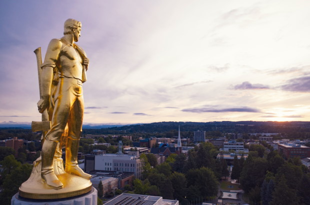Photo of gold man statue atop the Oregon State Capitol building
