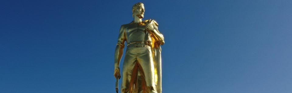 Photo of gold pioneer statue atop Oregon State Capitol building