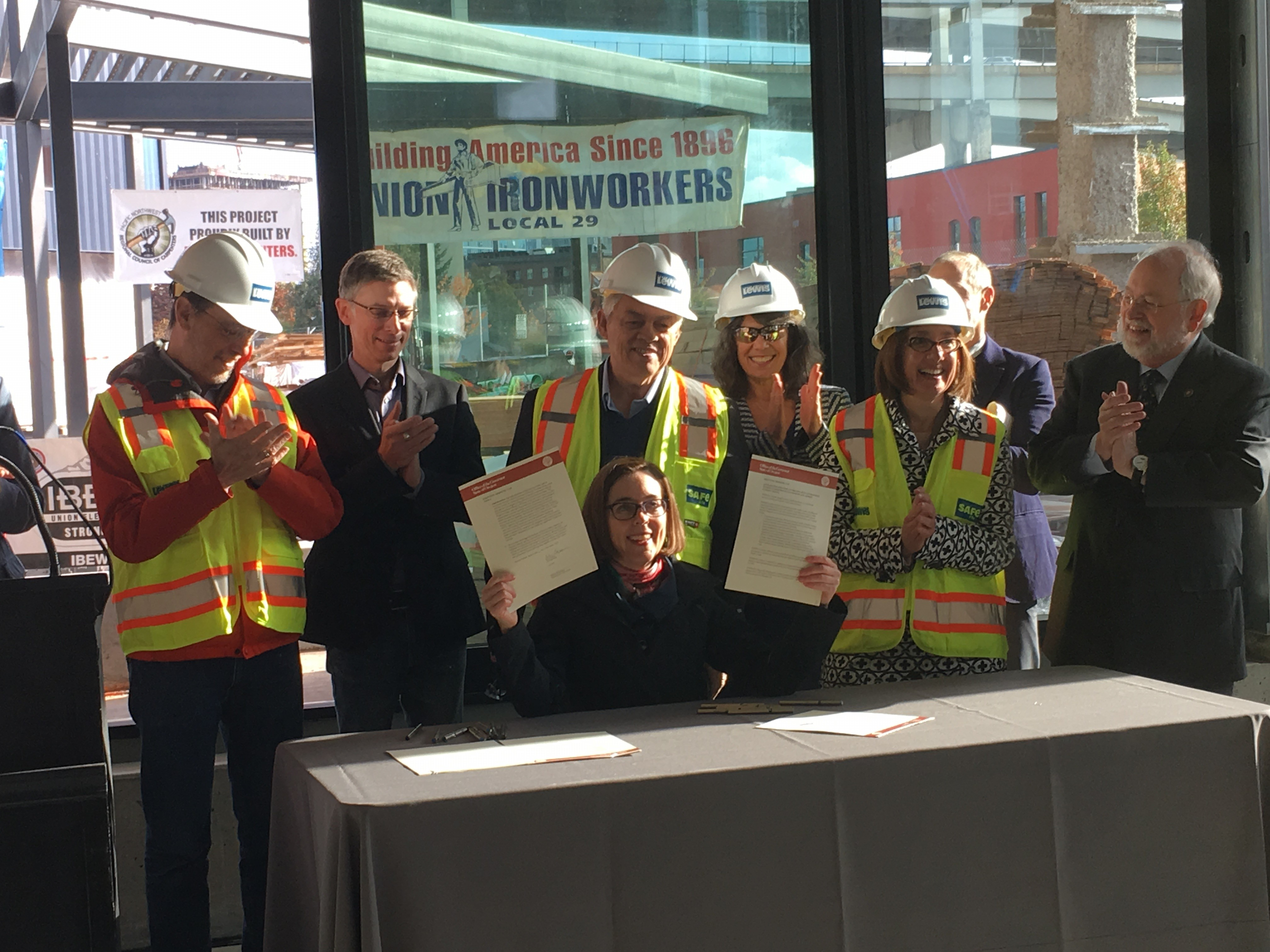 Governor Brown signs executive order on energy efficient new buildings