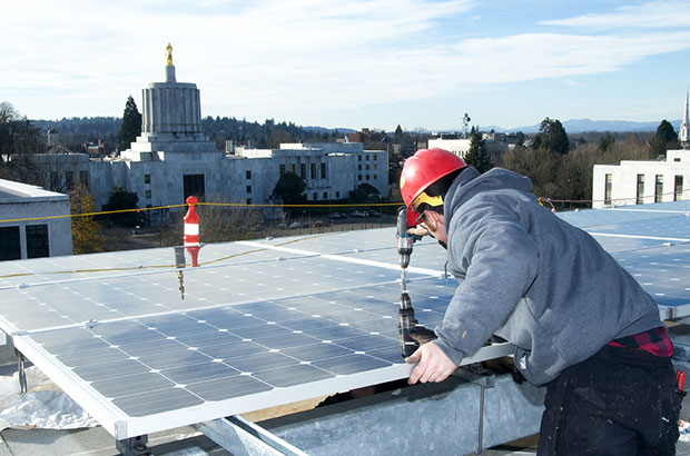 Solar installation near Oregon capitol